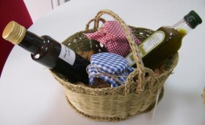 Cestos de esparto con productos típicos de Lubrin